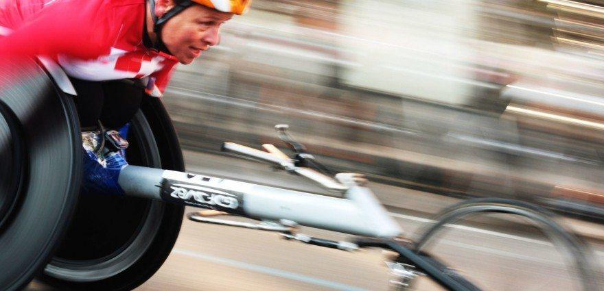 Foto: Rollstuhlfahrerin beim Marathon