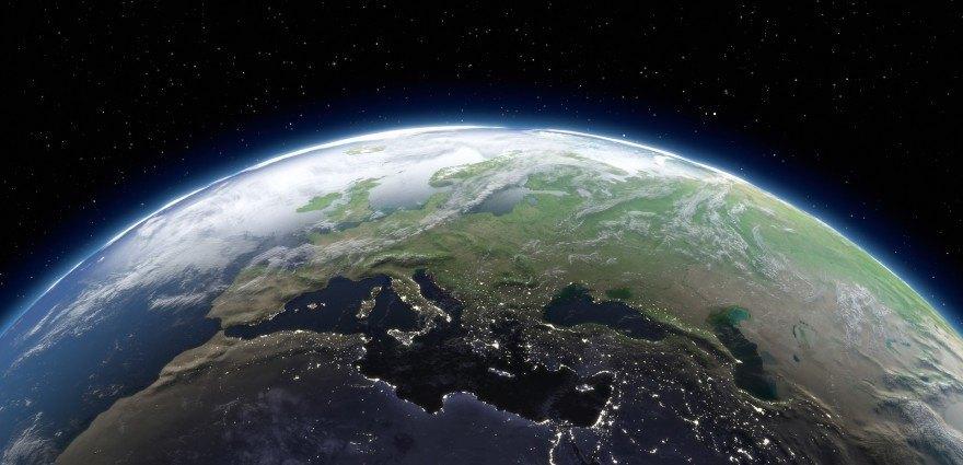 Foto: Blick aus dem All auf Europa in der Abenddämmerung