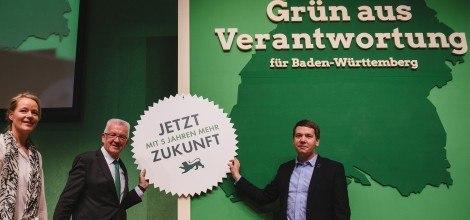 Foto: Thekla Walker, Winfried Kretschmann und Oliver Hildenbrand auf dem Parteitag in Reutlingen