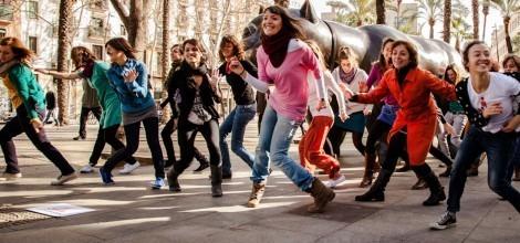 Foto: Frauen tanzen bei One Billion Rising in Barcelona