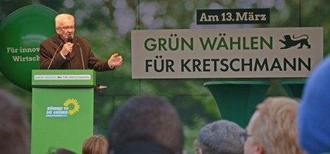 Foto: Winfried Kretschmann spricht auf dem grünen Wahlkampfhöhepunkt in Stuttgart