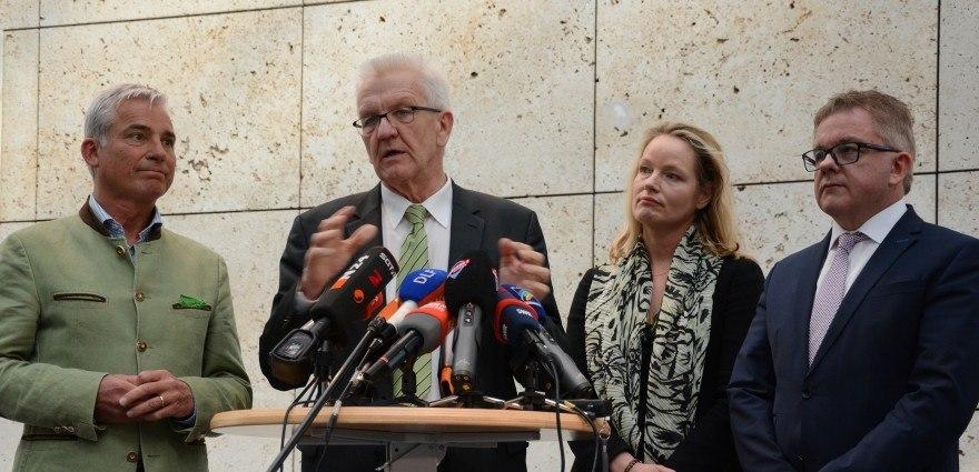 Foto: Thomas Strobl, Winfried Kretschmann, Thekla Walker, Guido Wolf bei den Koalitionsverhandlungen