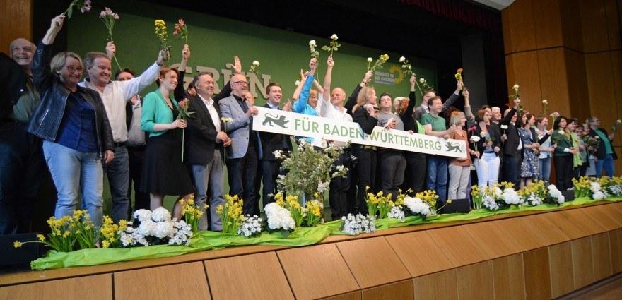 Foto: Die neue grüne Landtagsfraktion feiert auf dem Parteitag in Leinfelden