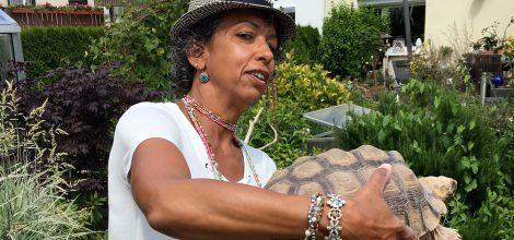 Foto: Christin Kern mit maurischer Landschildkröte