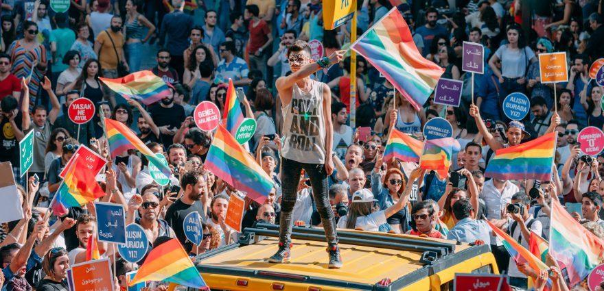 Foto: Demonstrant*innen bei der Gay Pride Istanbul