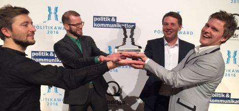 Foto: Eugen Friesen Carsten Preiss Oliver Hildenbrand und Matthias Riegel nehmen den Politikaward entgegen