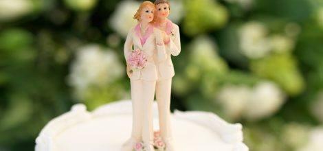 Foto: Lesbisches Zuckergusspaar auf Hochzeitstorte