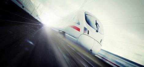 Foto: Eine ICE Hochgeschwindigkeitszug auf der Durchfahrt