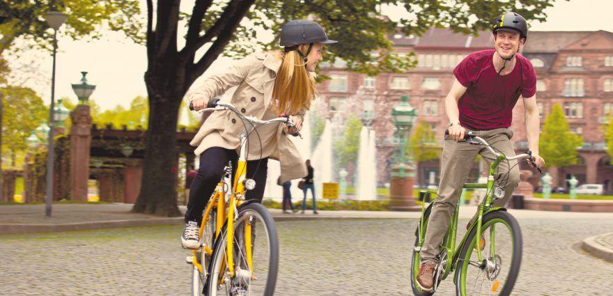 Foto: Zwei Jugendliche auf dem Fahrrad