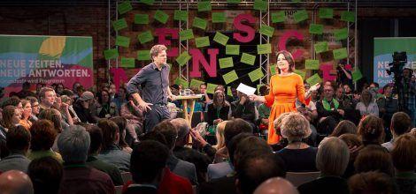 Foto: Annalena Baerbock und Robert Habeck auf dem Startkonvent zum neuen Grundsatzprogramm