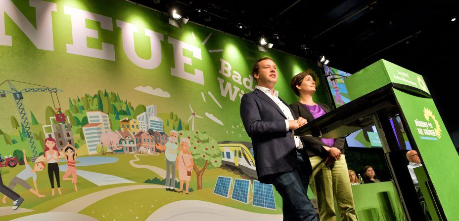 Foto: Sandra Detzer und Oliver Hildenbrand eröffnen den Parteitag in Konstanz