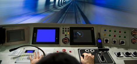 Foto: Führerstand einer Bahn im Tunnel