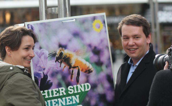 Foto: Sandra Detzer und Oliver Hildenbrand präsentieren die Kampagne zur Kommunalwahl 2019