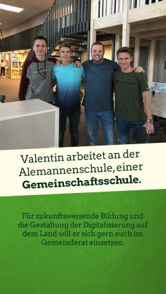Foto: Valentin Helling mit drei Schülern