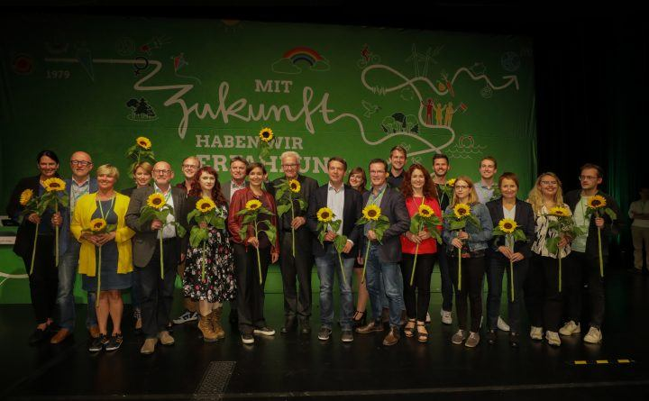 Foto: Der neu gewählte Landesvorstand auf dem Parteitag in Sindelfingen