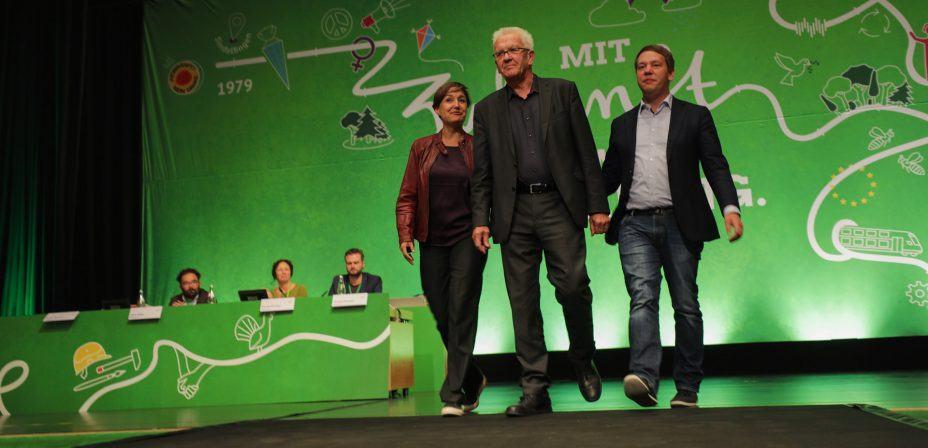 Foto: Sandra Detzer, Winfried Kretschmann und Oliver Hildenbrand auf dem Landesparteitag in Sindelfingen