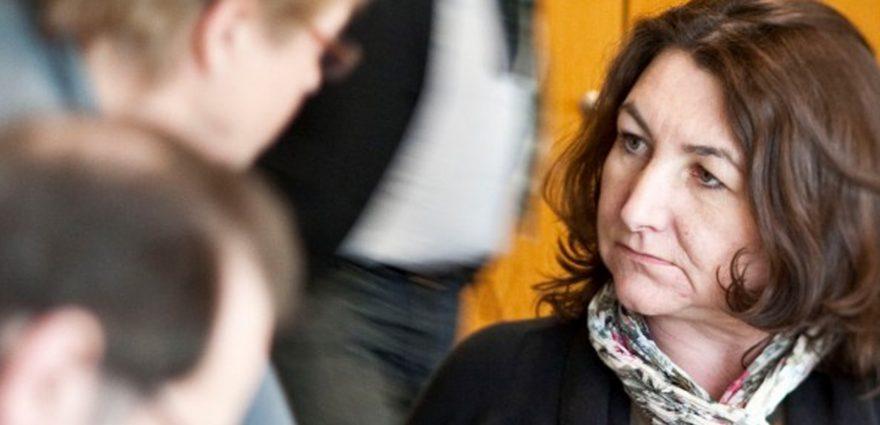 Die neue Bürgerbeauftragte Bea Böhlen im Dialog mit einer Bürgerin