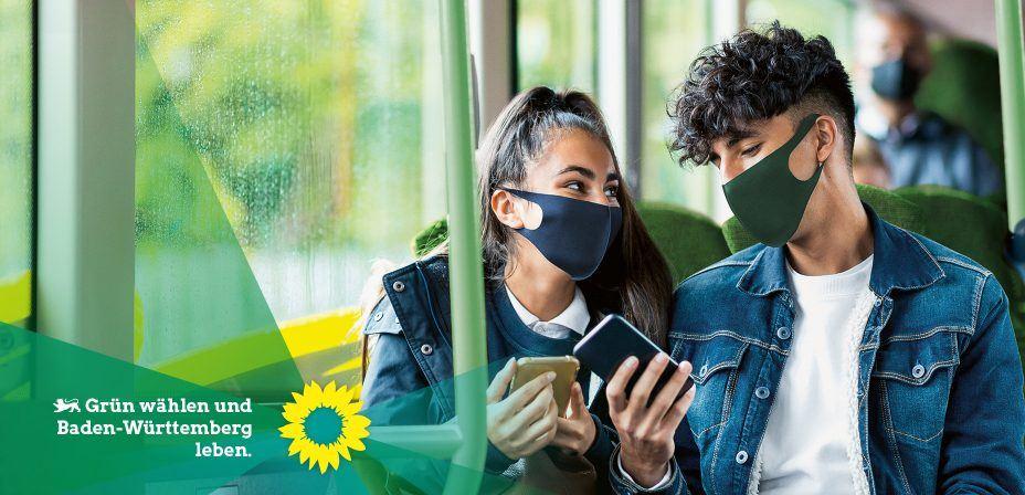 Foto: Jugendliche mit Smartphones