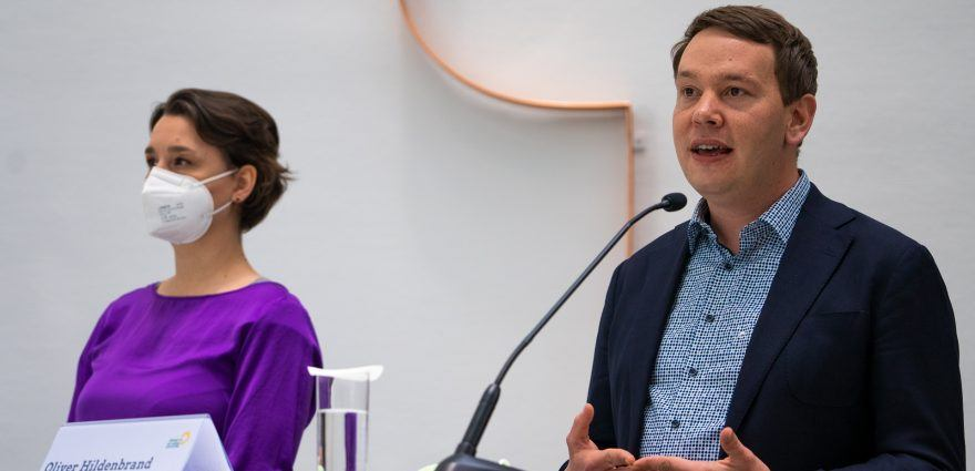 Foto: Oliver Hildenbrand und Sandra Detzer beim Pressestatement