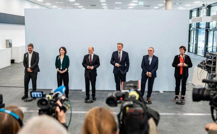 Foto: Pressekonferenz zum Abschluss der Sondierugnen mit SPD und FDP